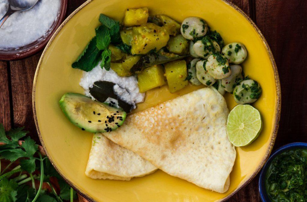 Ayurvedische Masala Dosa mit Kartoffelcurry und Kokoschutney