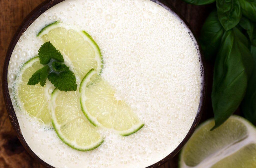 Kühlende Melonensuppe mit Kokosmilch und Limetten