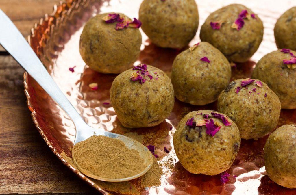 Nährende süße Ayurveda-Snacks